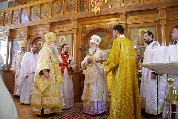Archbishop Peter of Chicago & Mid-America greeted Patriarch Irinej and presented him with a gift for the Serbian Church: one of the miters of St. John of Shanghai & San Francisco